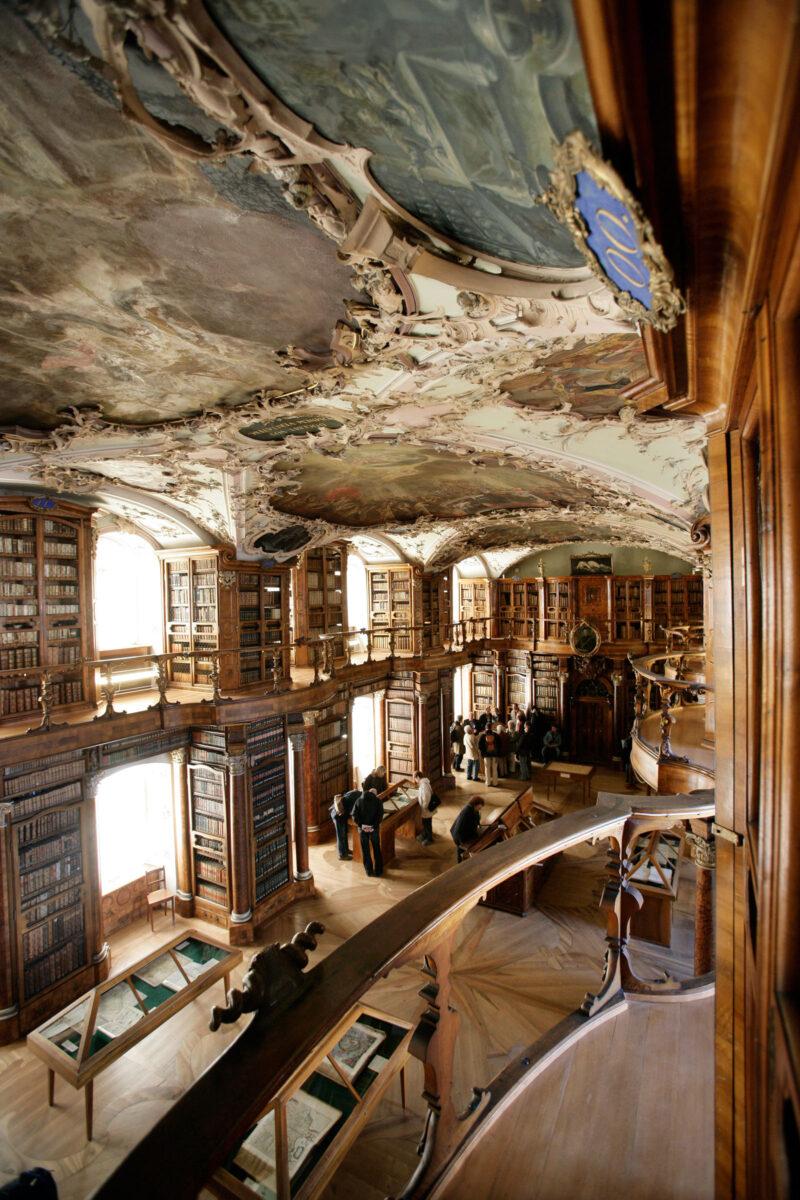 Eröffnung der im Rokoko-Stil erbauten Stiftsbibliothek | Jahr 1767
