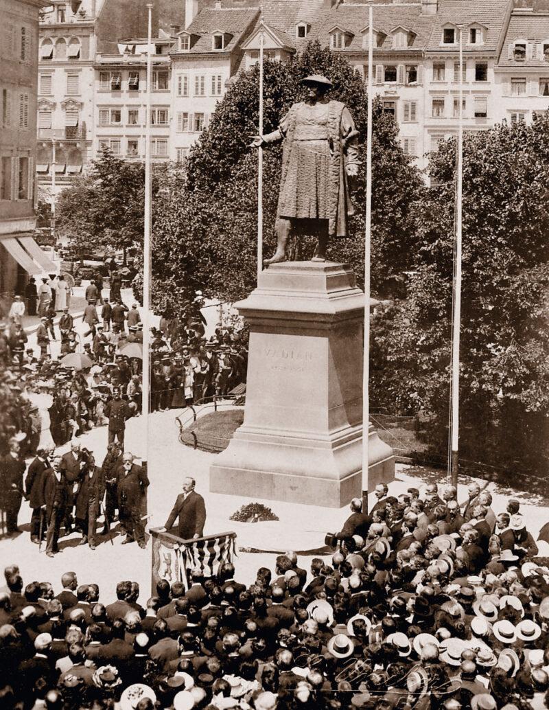 Die Vadian-Statue am Marktplatz wird eingeweiht | Jahr 1904